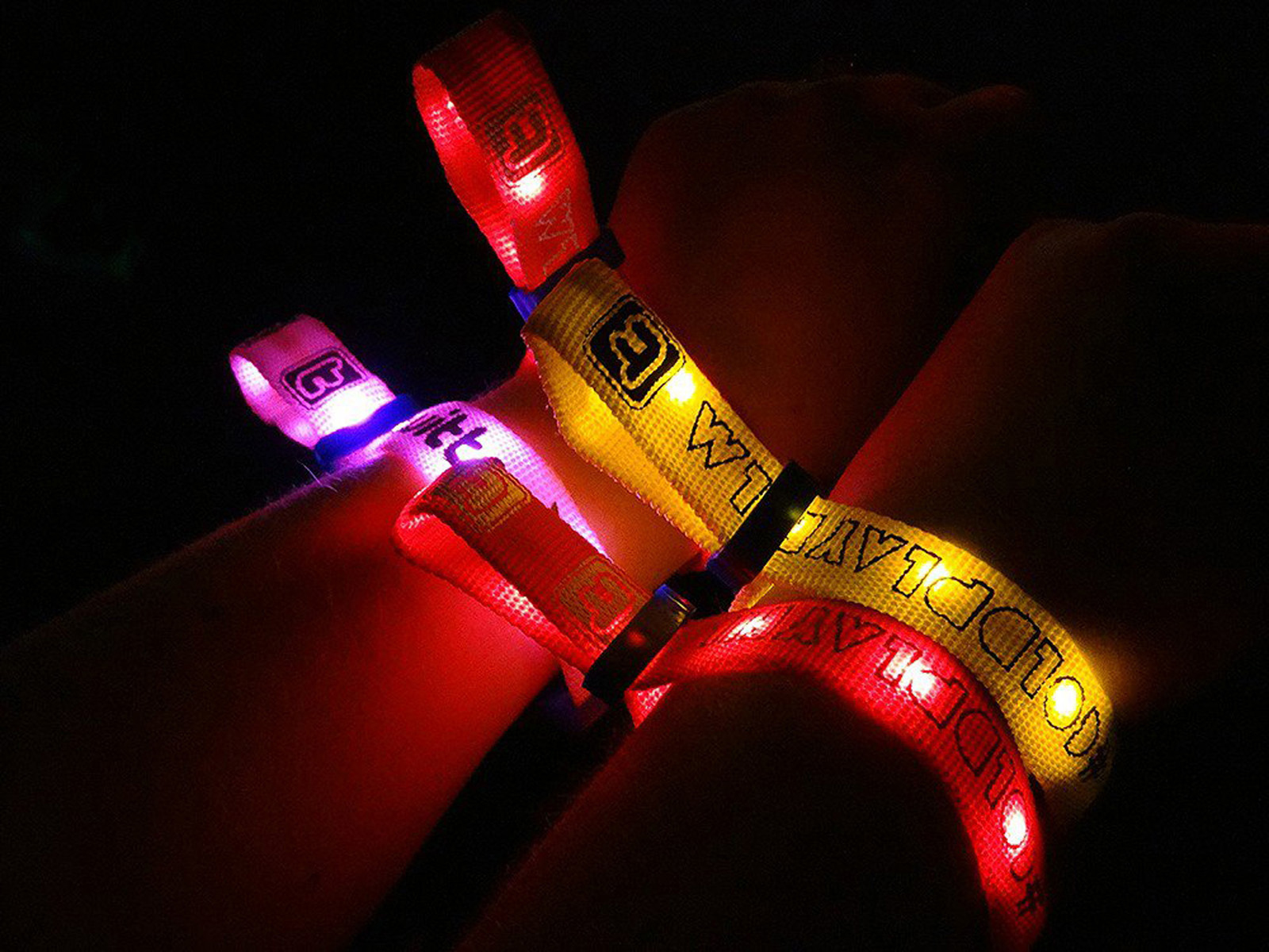 light-up-wrist-at-coldplay