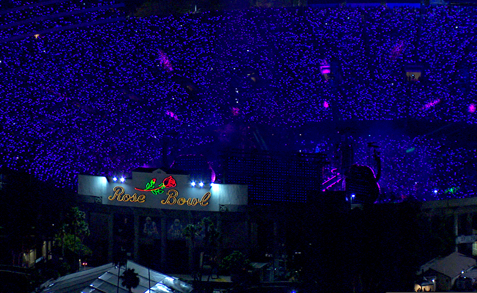 xylobands light up the Rose Bowl for Coldplay